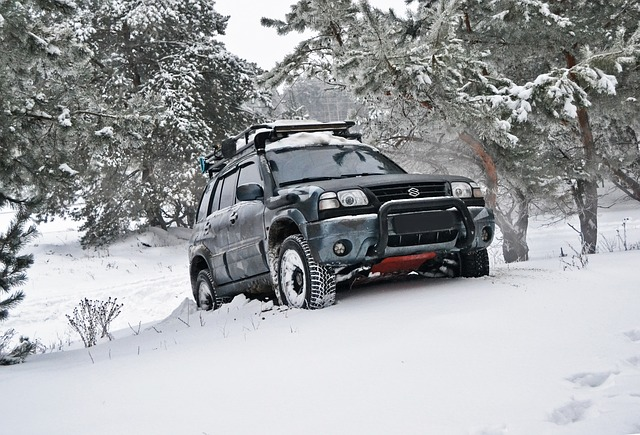 auto silnice zima