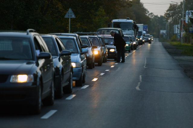 kolona aut na silnici